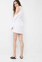 2e1d1bc199e Soft touch cold shoulder tie shirt dress - white Missguided Formal ...