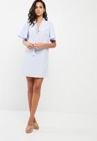 Missguided - Kimono tie neck pinstripe shift dress