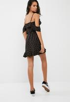 Missguided - Floral print cold shoulder tie belt tea dress