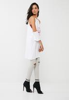 60cc269d21b Cold shoulder rock graphic t-shirt dress - white Missguided Casual ...