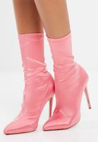 Missguided - Pointed satin stiletto boots