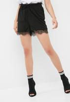 Pieces - Aby lace shorts