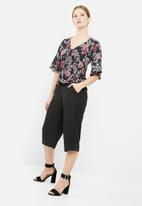 dailyfriday - Floral print knot front blouse