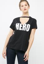 dailyfriday - Hero choker tee