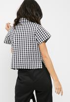 dailyfriday - Boxy short sleeve shirt