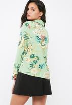 Missguided - Floral print piping detail pyjama shirt