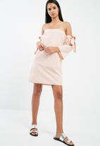 dailyfriday - Off the shoulder sleeve tie dress