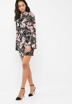 Missguided - Chiffon floral high neck long sleeve mini dress