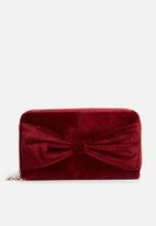 dailyfriday - Velvet wallet