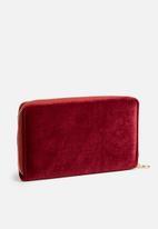 dailyfriday - Velvet wallet