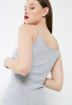 Missguided - Rib strappy midi dress