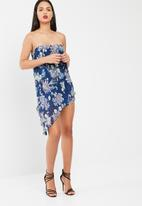 Missguided - Blue floral crinkle bandeau overlay playsuit