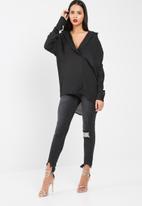 Missguided - Oversized long sleeve plunge shirt