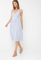 dailyfriday - Fit and flare halter neck midi dress