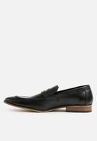 basicthread - Lewis leather