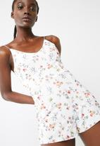 Missguided - White floral strappy playsuit