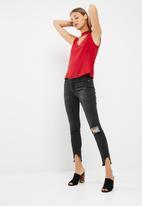 dailyfriday - Sleeveless choker blouse