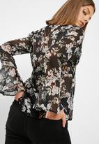 New Look - Channel front mesh blouse
