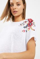 New Look - Embroidered shoulder tee