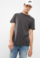 New Look - Pocket curved hem tee