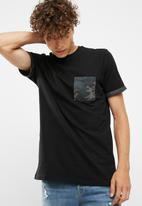 New Look - Camo pocket tee