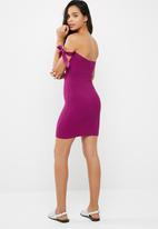 Missguided - Tie bardot ribbed knitted mini dress