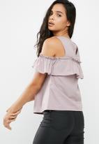 Vero Moda - Isa cold shoulder top
