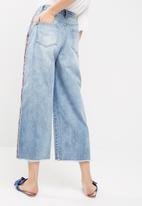 Missguided - Wide leg side stripe cropped jeans