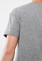 basicthread - Drop Shoulder tee