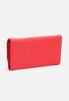 dailyfriday - Red wallet