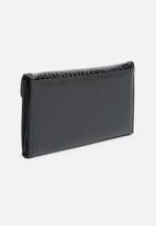 dailyfriday - Croc wallet