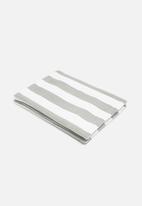 Grey Gardens - Cut stripe grey placemat set of 6