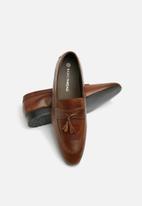 basicthread - Jaymes leather