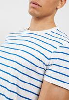 basicthread - Stripe tee