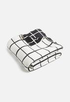Sixth Floor - Komorebi throw - black & white