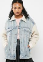 Missguided - Oversized borg sleeve denim jacket