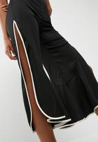 Missguided - Satin trim frill detail culotte trousers
