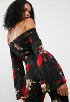 Missguided - Printed bardot split sleeve jumpsuit