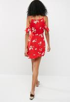 Missguided - Cold shoulder tea dress