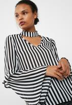 dailyfriday - Choker blouse with tiered sleeve