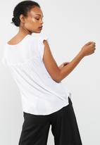 Cotton On - Stella broderie top