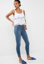 Cotton On - Embroidered tiered tank