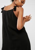 Cotton On - Woven peyton high neck dress