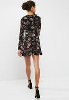 Missguided - Floral long sleeve ruffle tea dress