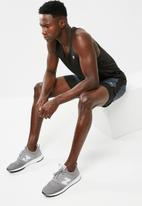 New Balance  - Challenge compression short