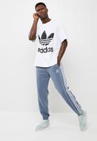 adidas Originals - Oversized trefoil tee