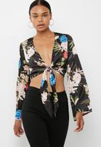 Missguided - Satin floral wrap front top