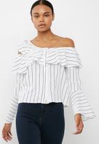 Missguided - Stripe one shoulder flute sleeve blouse