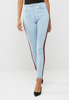 Missguided - Sinner floral badge side stripe mom jeans