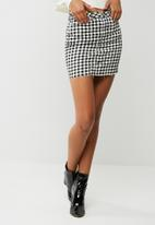 Missguided - Raw hem gingham denim mini skirt